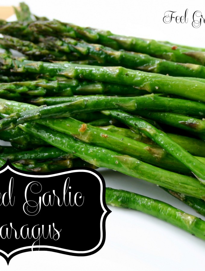 Roasted Garlic Asparagus - This easy recipe is the perfect side dish for any meal! |Feel Great in 8 #healthy #recipe