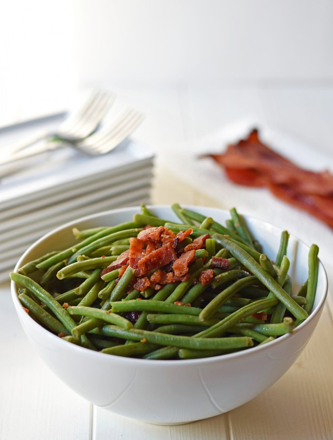 Green Beans with Bacon - This simple and healthy side dish is a lighter, low calorie alternative to a creamy casserole, but with serious flavor. | Feel Great in 8
