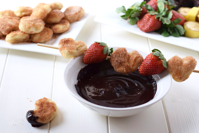Healthy Chocolate Fondue & Cinnamon Sugar Hearts - Two quick and easy ways to make healthy, clean eating chocolate fondue and indulgent cinnamon sugar hearts to dip! The perfect combination! <3