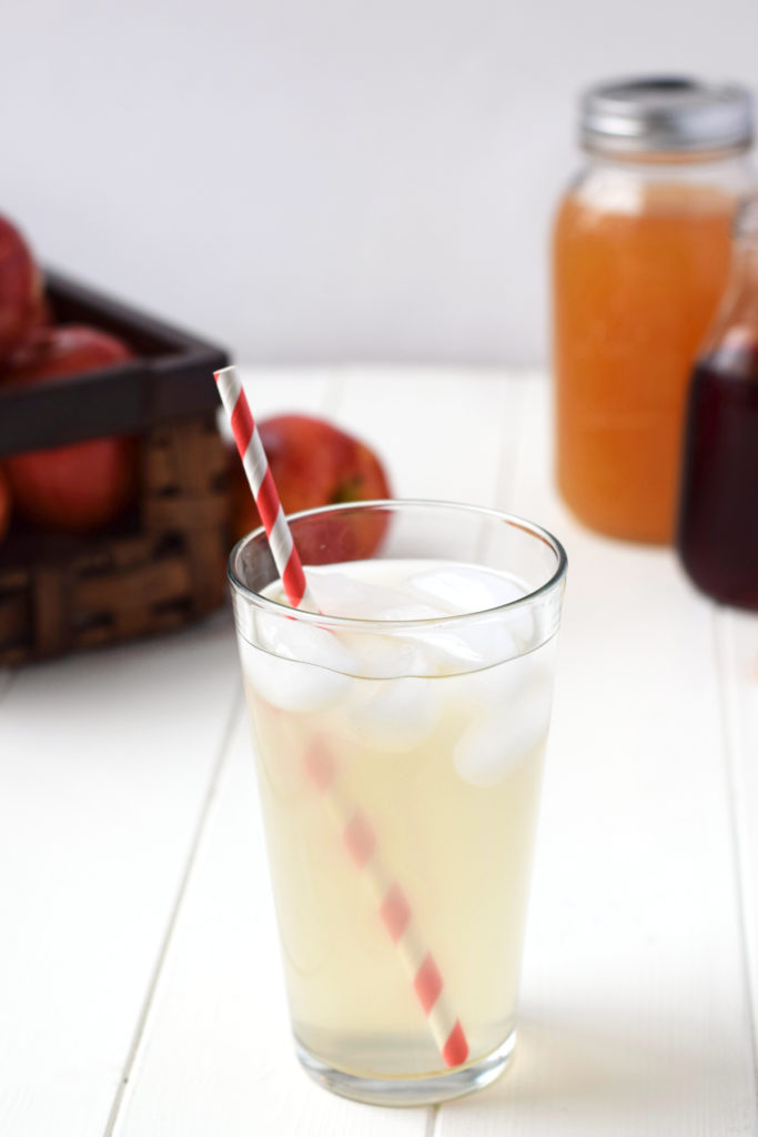 Simple Homemade Drink to Stop Sugar Cravings - This simple drink (with ingredients you can find at the grocery store!) has all kinds of healthy benefits, including reducing sugar cravings! Must try!